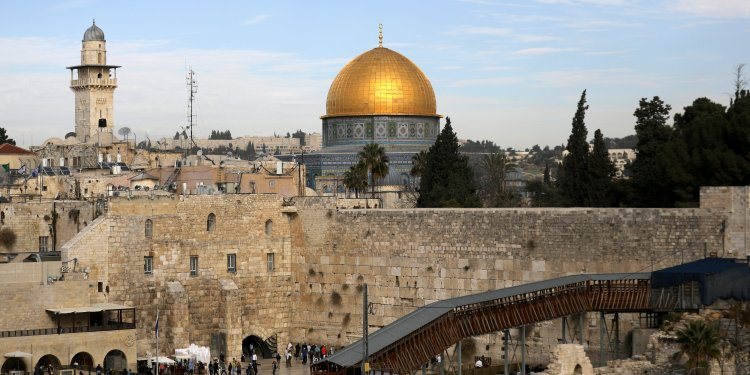 FILE PHOTO: A general view of Jerusalem's Old City shows the Western Wall, Judaism's holiest prayer site, in the foreground as the Dome of the Rock, located on the compound known to Muslims as Noble Sanctuary and to Jews as Temple Mount, is seen in the background December 10, 2017. REUTERS/Ammar Awad/File Photo