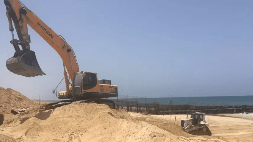 Construction of the sea barrier at Zikim beach, May 27, 2018./Credit: Ministry of Defense Spokesperson