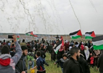 File photo showing tear gas fired at Palestinian protesters east of Gaza City, March 30, 2018. (AFP)