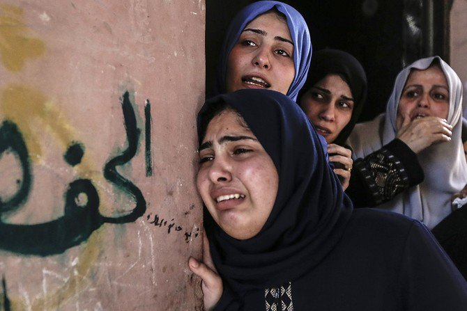 Palestinian relatives mourn over the death of 29-years-old Yussef al-Fassih during his funeral after he was shot dead by Israeli soldiers the day before, in Khan Yunis on June 9, 2018. (AFP)