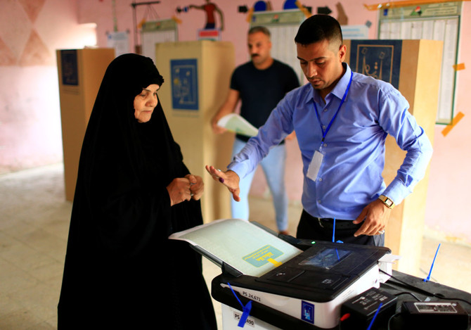 An Iraqi woman casts her vote at a polling station during the parliamentary election in Baghdad, Iraq May 12, 2018. (Reuters)