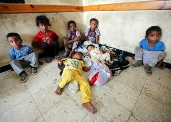 Children sit in a classroom of a school to which they have been evacuated from a village near Hodeidah airport amid fighting between government forces and Houthi fighters in Hodeidah, Yemen June 17, 2018. REUTERS/Abduljabbar Zeyad