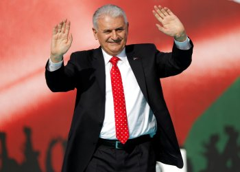 FILE PHOTO: Turkish Prime Minister Binali Yildirim greets the crowd as he takes part in a protest in Istanbul, Turkey May 18, 2018. REUTERS/Murad Sezer /File Photo