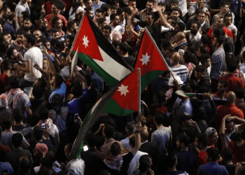 Demonstrators wave Jordanian flags during a protest near the prime minister's office in Amman, Jordan, on June 6, 2018. (AFP)