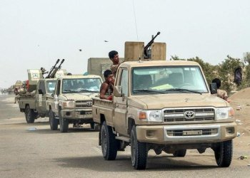 Yemeni fighters loyal to the Saudi-backed government gather with armed pick-up trucks and armoured vehicles on the side of a road during the offensive to seize the Red Sea port city of Hodeida./ (File photo: AFP)