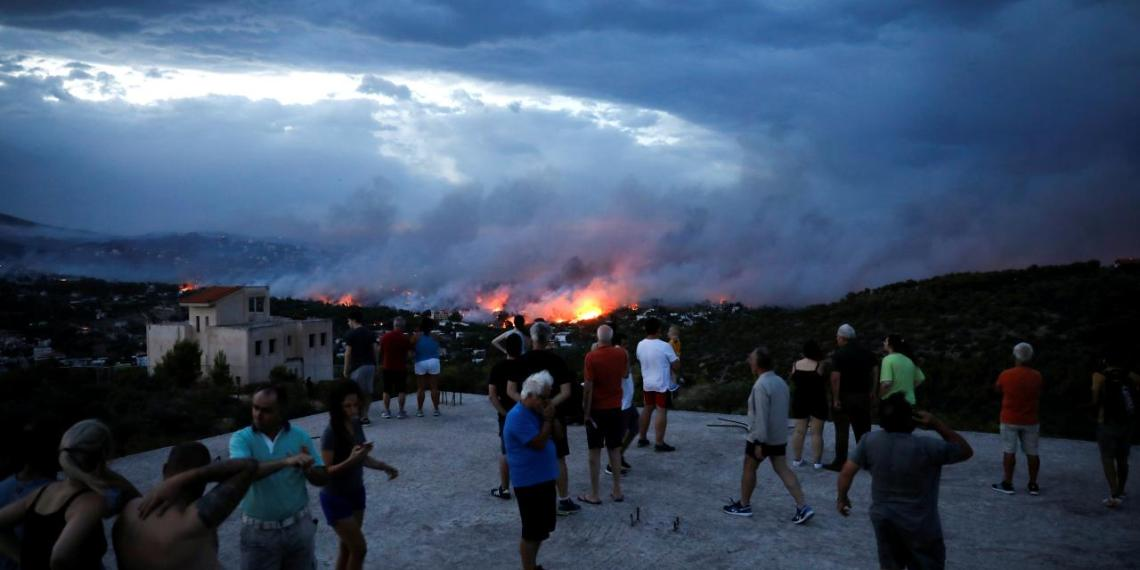 People watch a wildfire raging in the town of Rafina, near Athens, Greece, July 23, 2018. REUTERS/Alkis Konstantinidis