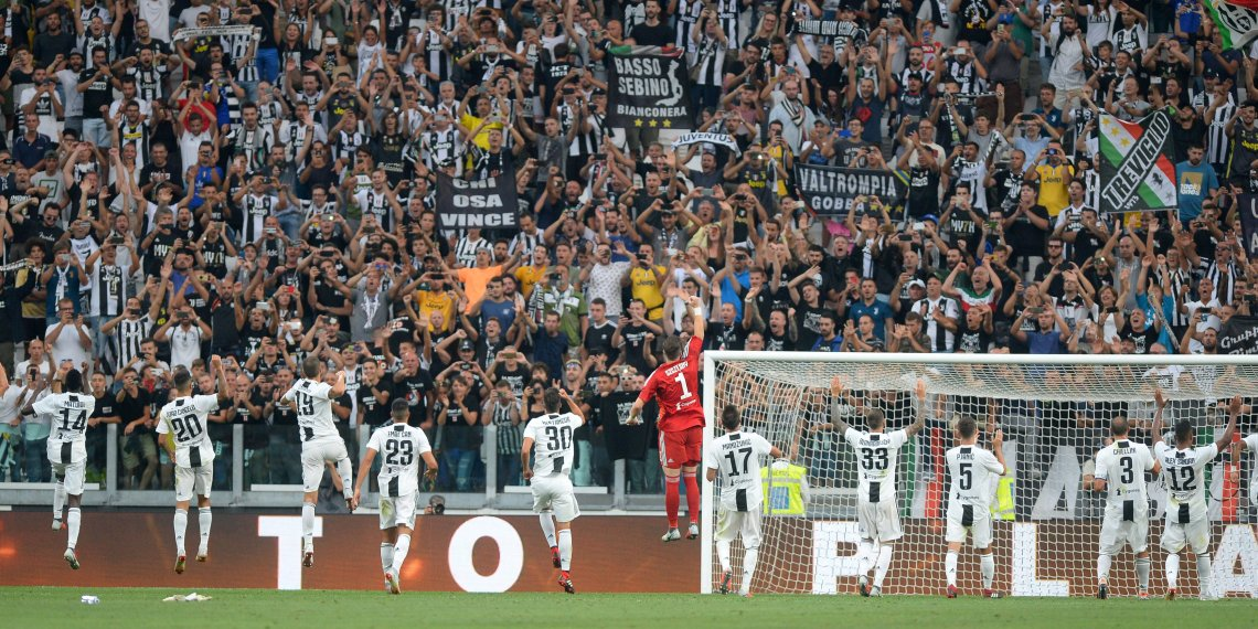 Soccer Football - Serie A - Juventus v Lazio - Allianz Stadium, Turin, Italy - August 25, 2018 Juventus players celebrate in front of fans after the match REUTERS/Massimo Pinca