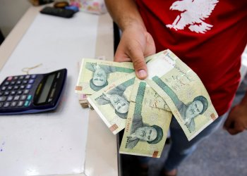 FILE PHOTO: A vendor inspects Iranian rials at a currency exchange shop in Baghdad, Iraq August 8, 2018. REUTERS/Khalid Al-Mousily/File Photo