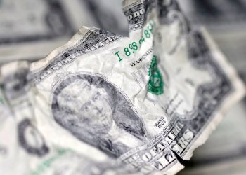 FILE PHOTO: U.S. dollar banknote is seen in this picture illustration taken May 3, 2018. REUTERS/Dado Ruvic/Illustration/File Photo