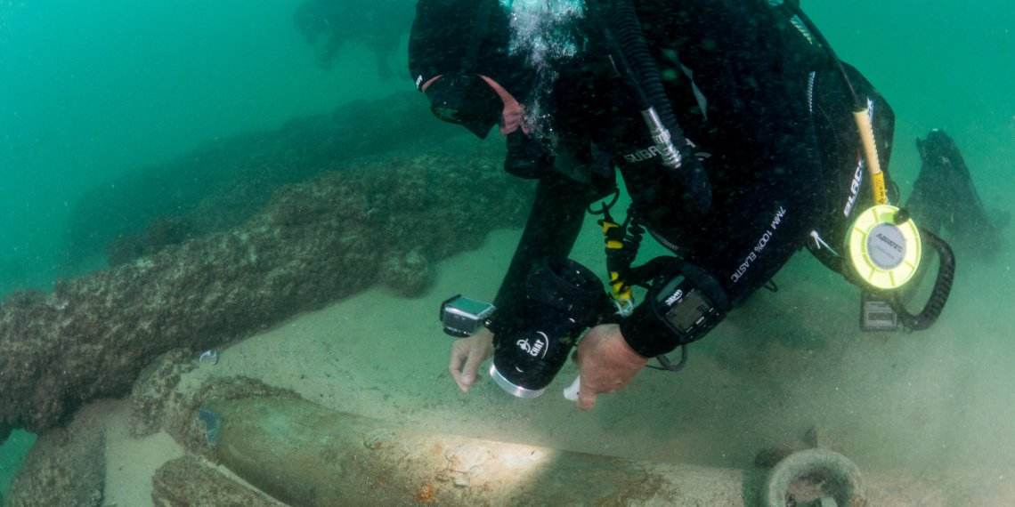 Divers are seen during the discovery of a centuries-old shipwreck, in Cascais in this handout photo released September 24, 2018. Augusto Salgado/Cascais City Hall/Handout via Reuters