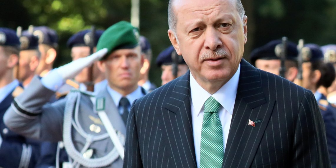 Turkish President Tayyip Erdogan attends a welcoming ceremony at the Bellevue palace in Berlin, Germany, September 28, 2018. REUTERS/Reinhard Krause
