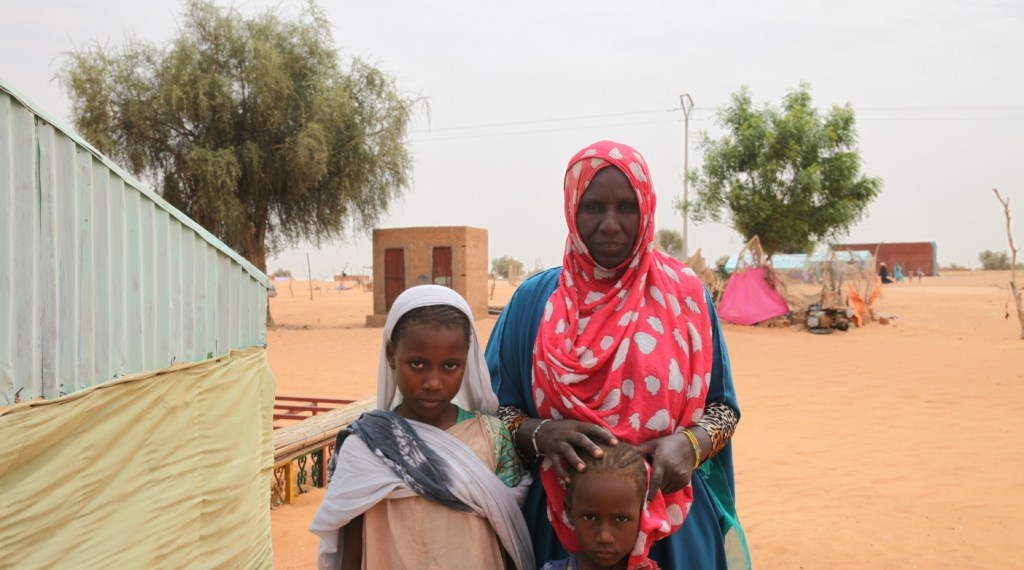 Aminetou Mint Yarg poses with family members in the commune of Dar El Barka, Mauritania, October 20, 2018. Thomson Reuters Foundation/Nellie Peyton
