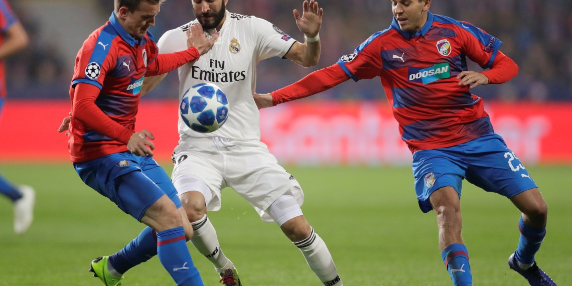 Soccer Football - Champions League - Group Stage - Group G - Viktoria Plzen v Real Madrid - Doosan Arena, Plzen, Czech Republic - November 7, 2018  Real Madrid's Karim Benzema in action with Viktoria Plzen's Jan Kopic and Ales Cermak   REUTERS/David W Cerny