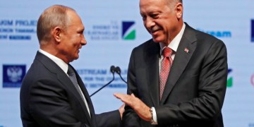 Turkish President Tayyip Erdogan and his Russian counterpart Vladimir Putin shake hands as they attend a ceremony to mark the completion of the sea part of the TurkStream gas pipeline, in Istanbul, Turkey November 19, 2018. REUTERS/Murad Sezer