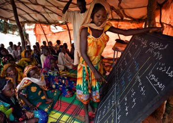 Children attend a makeshift school at Gassire, a camp for displaced Chadians who have fled fighting around the eastern town of Gos Beida near the Sudanese border, June 7, 2008. Reflecting the violence in Darfur that has swept in both directions across the Chad-Sudan border, there are 250,000 Sudanese refugees scattered in a dozen camps in eastern Chad and 180,000 internally displaced Chadians, U.N. officials say. REUTERS/Finbarr O'Reilly (CHAD)
