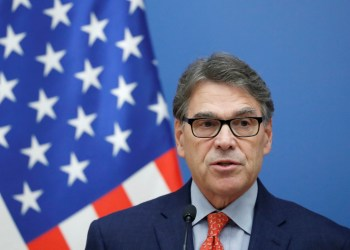 FILE PHOTO: U.S. Energy Secretary Rick Perry attends a joint news conference with Hungarian Foreign Minister Peter Szijjarto in Budapest, Hungary, November 13, 2018. REUTERS/Bernadett Szabo