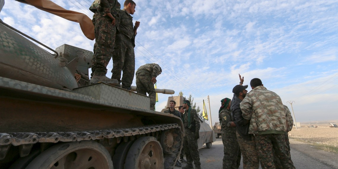 FILE PHOTO: Fighters from the Democratic Forces of Syria prepare themselves ahead of what they said was an offensive against Islamic State militants to take control of Tishrin dam, south of Kobani, Syria December 26, 2015.REUTERS/Rodi Said