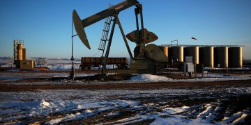 FILE PHOTO: An oil drilling pump site is seen in McKenzie County outside of Williston, North Dakota March 12, 2013.  REUTERS/Shannon Stapleton/File Photo