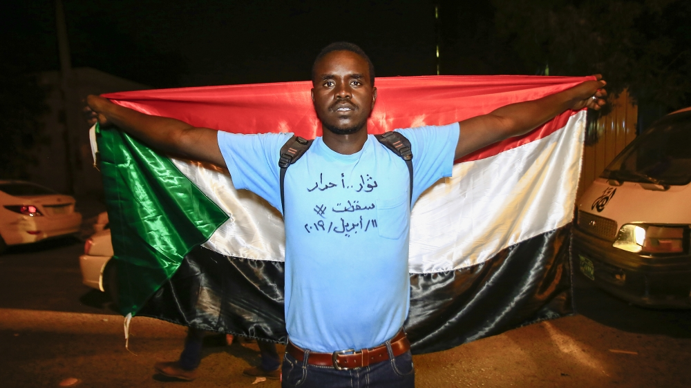 A protester wearing a T-shirt with a slogan reading, 'Free revolutionaries, #Fallen' and Thursday's date [Ashraf Shazly/AFP]