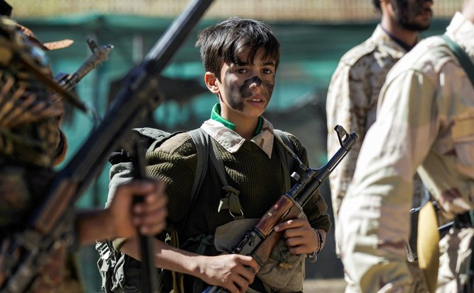 A newly recruited teenage Houthi fighter takes part in a gathering in the capital Sanaa to mobilize more fighters to battlefronts to fight pro-government forces in several Yemeni cities, on February 2, 2017. (Photo by MOHAMMED HUWAIS / AFP)