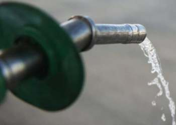 Oil prices tumbled 4 percent on Wednesday to their lowest settlements in nearly five months. (AFP)