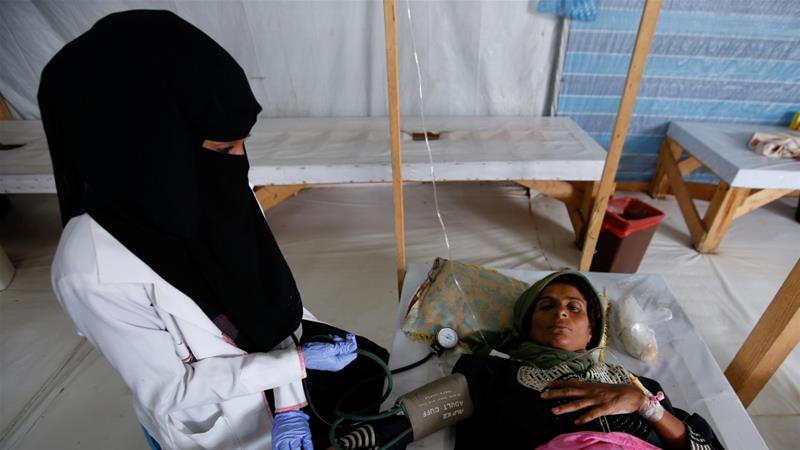 A nurse attends to a cholera-infected patient at treatment centre in the Red Sea port city of Hodeidah, Yemen on October 8, 2017 [File: Reuters/Abduljabbar Zeyad]