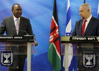Kenya's President Uhuru Kenyatta stands next to Israeli Prime Minister Benjamin Netanyahu as they deliver joint statements in Jerusalem February 23, 2016 [Amir Cohen/Reuters]