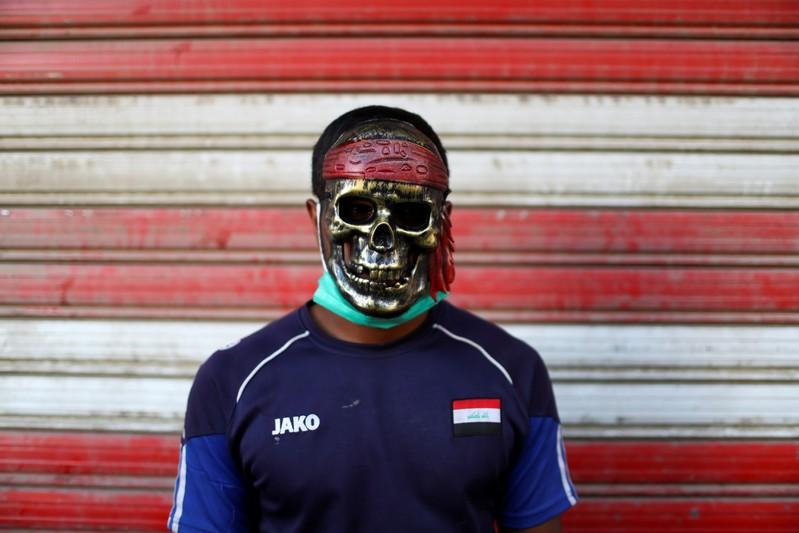 An Iraqi demonstrator wears a mask during the ongoing anti-government protests in Baghdad, Iraq November 8, 2019. REUTERS/Ahmed Jadallah