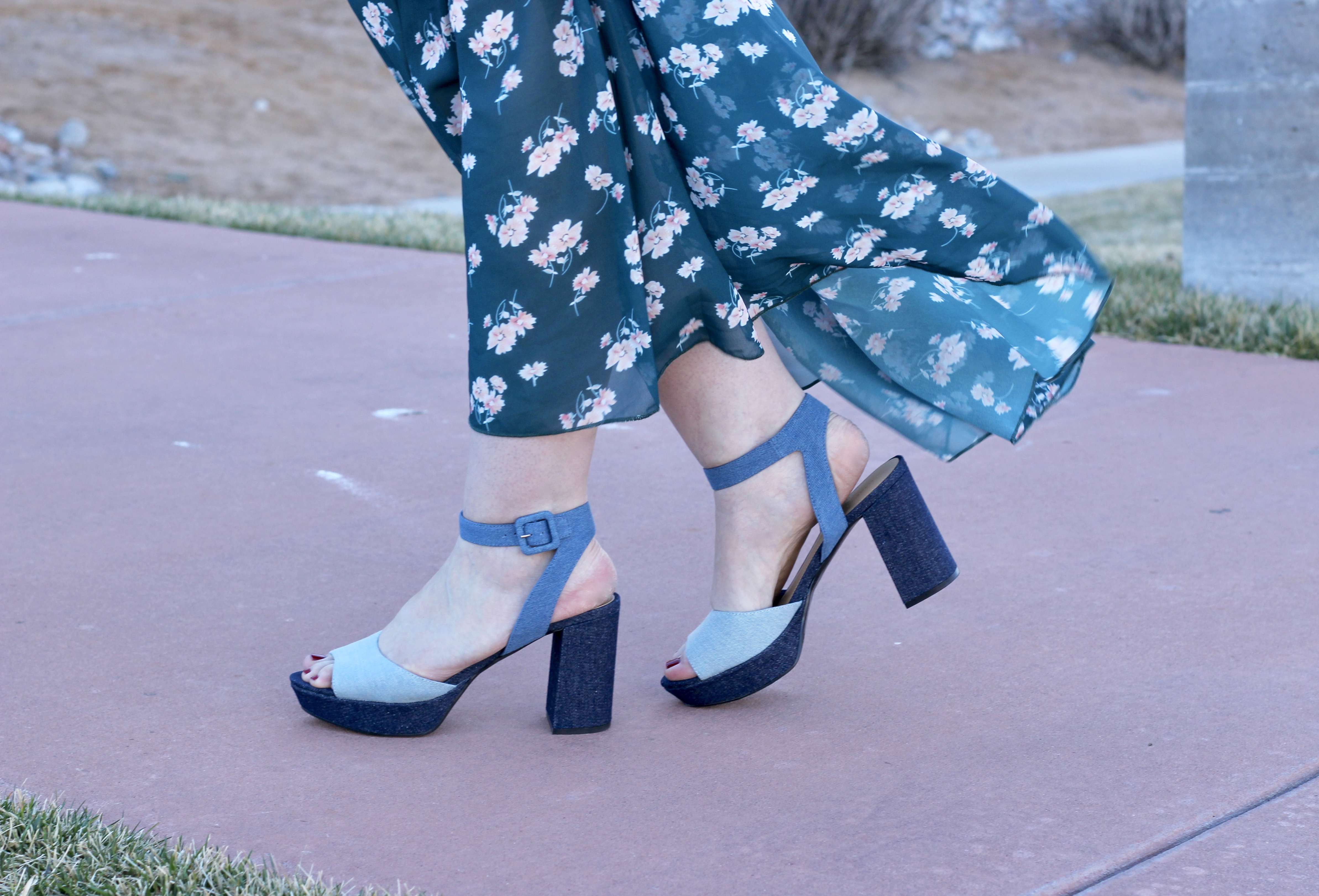 marc_fisher_spring_sandals_chambray
