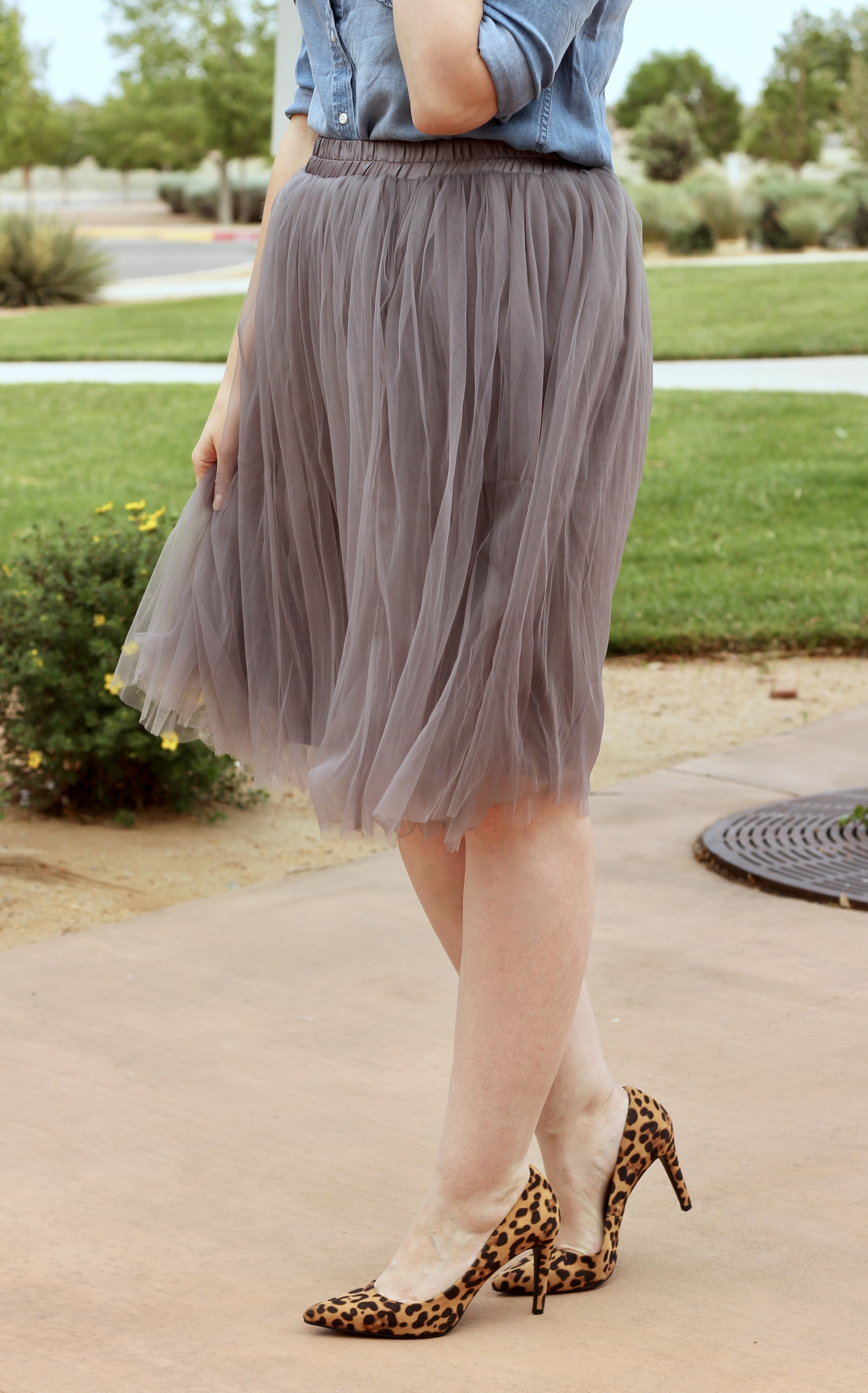 cute gray tulle skirt outfit