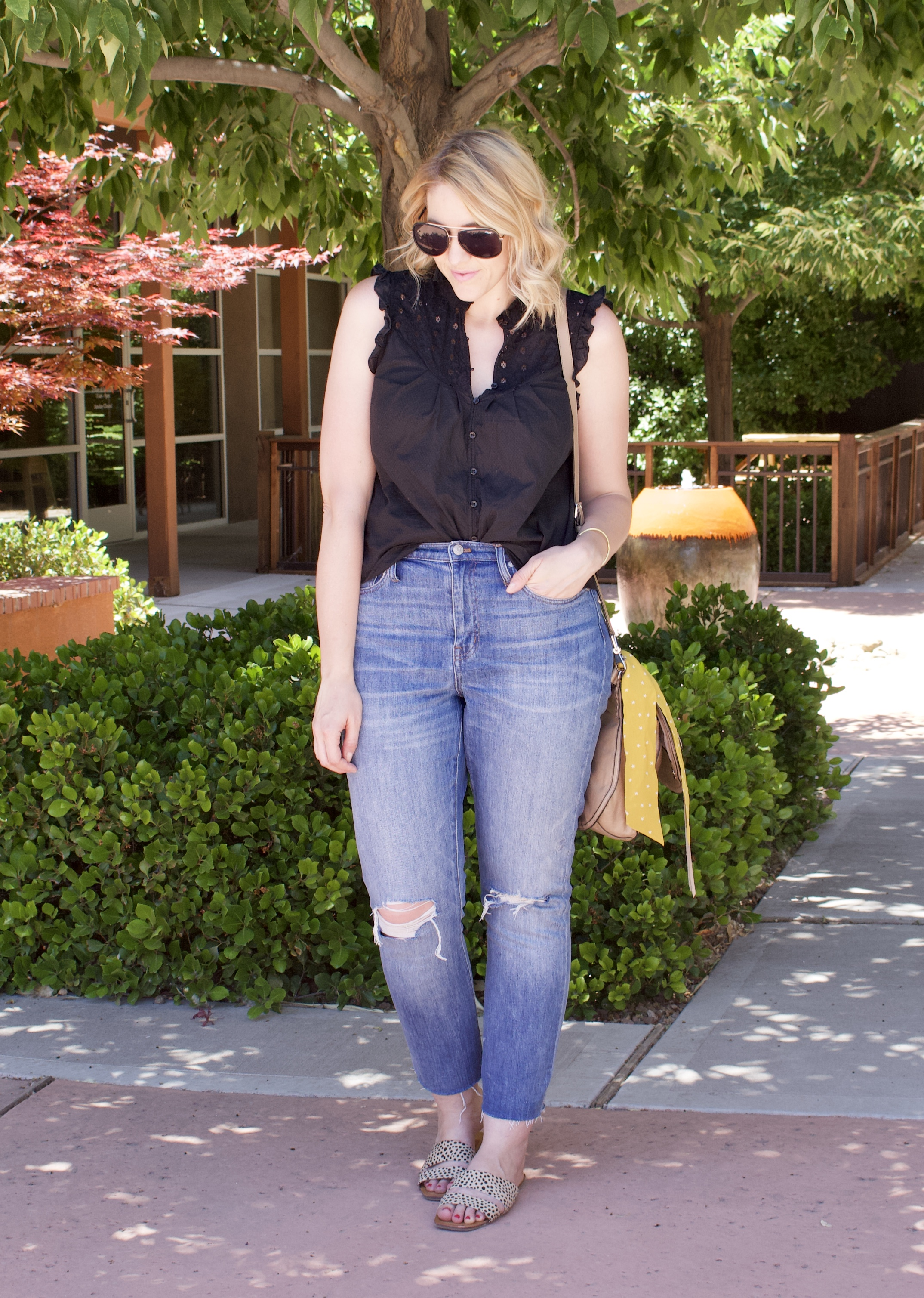 high rise boyfriend jeans madewell #jeans #denimoutfit #summerstyle #theweeklystyleedit