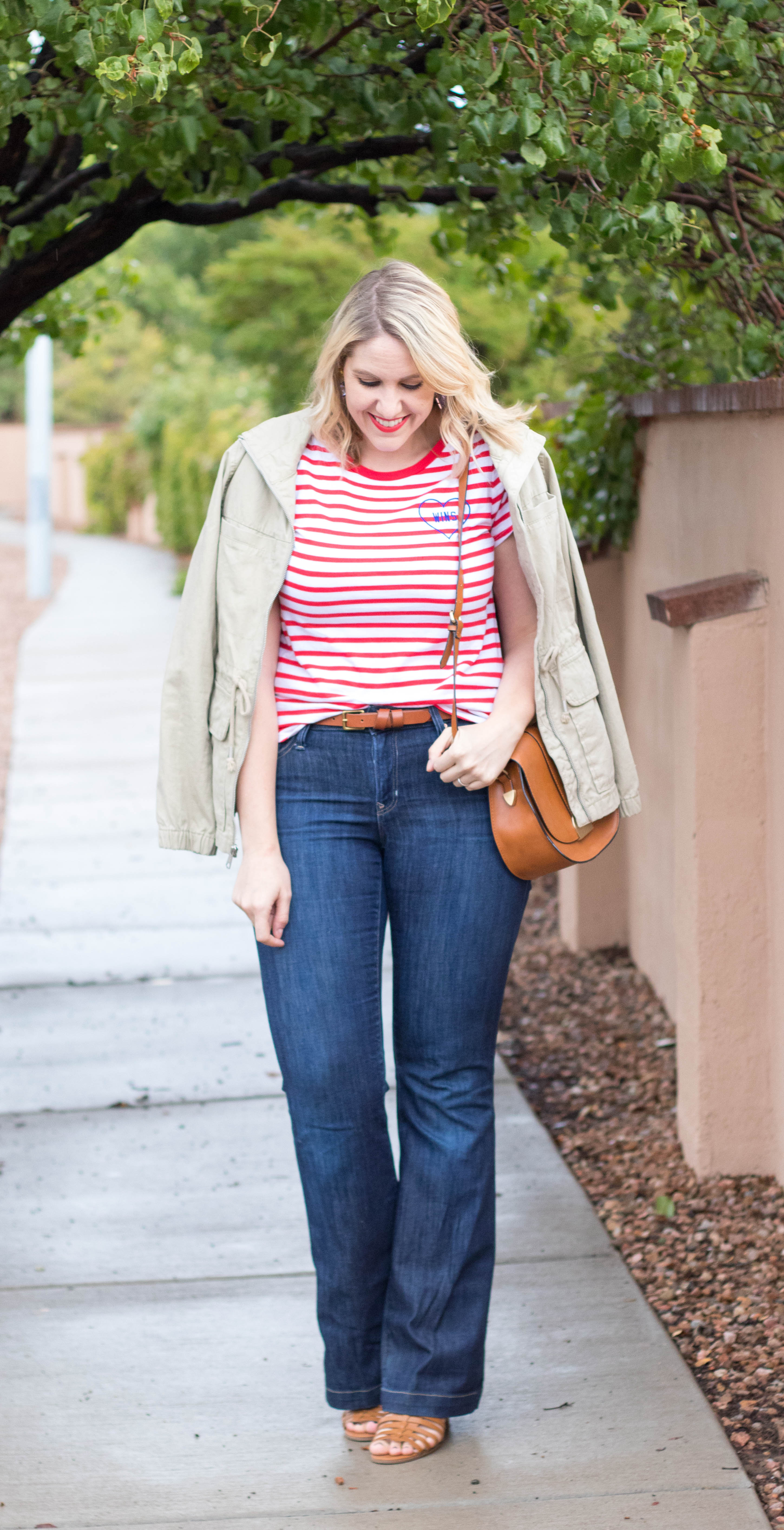 flare jeans for fall #flarejeans #denim #jeansoutfit #gap