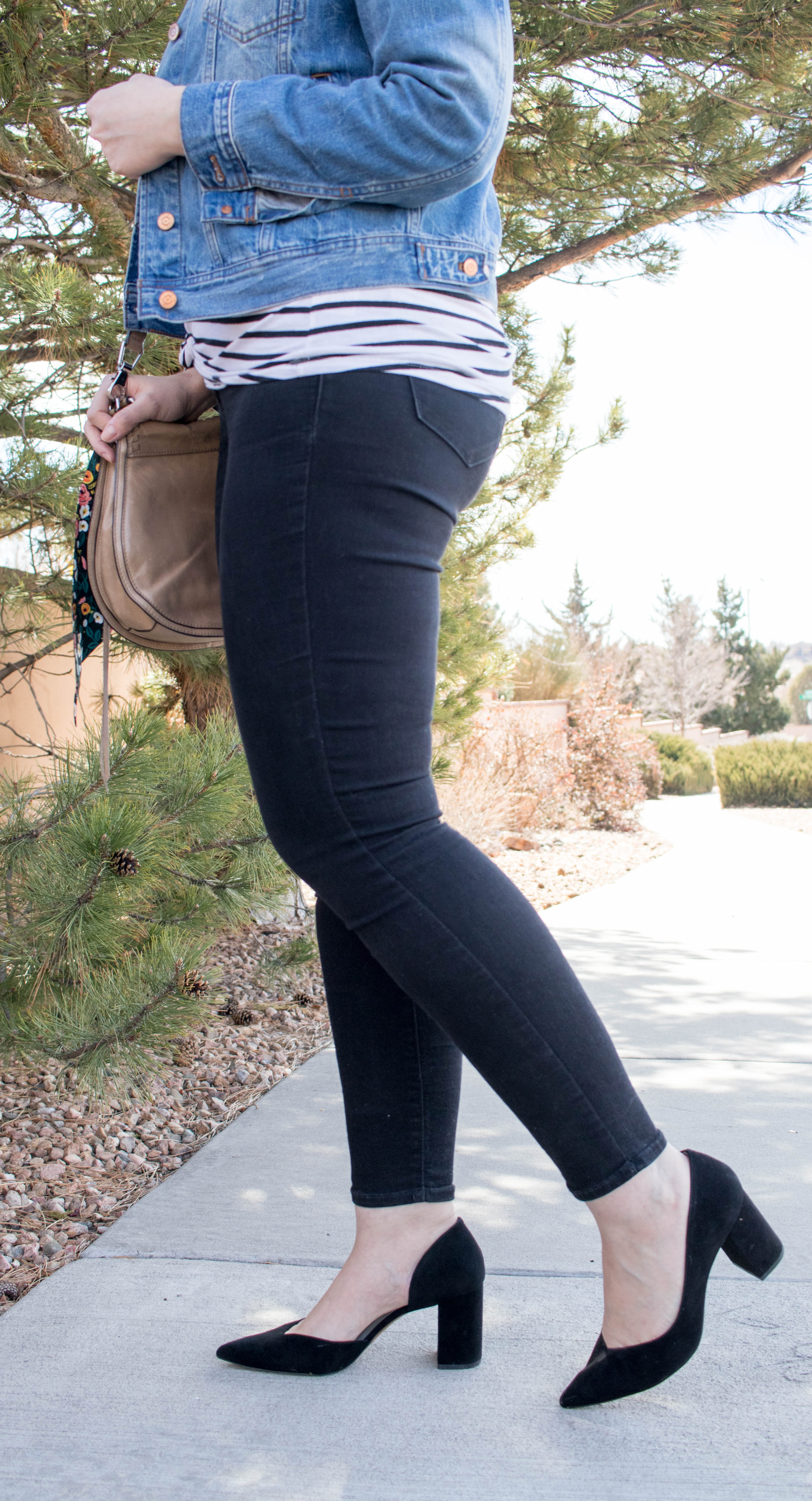 old navy rockstar jeans outfit #oldnavystyle #casualstyle #fashionblogger #blackheels