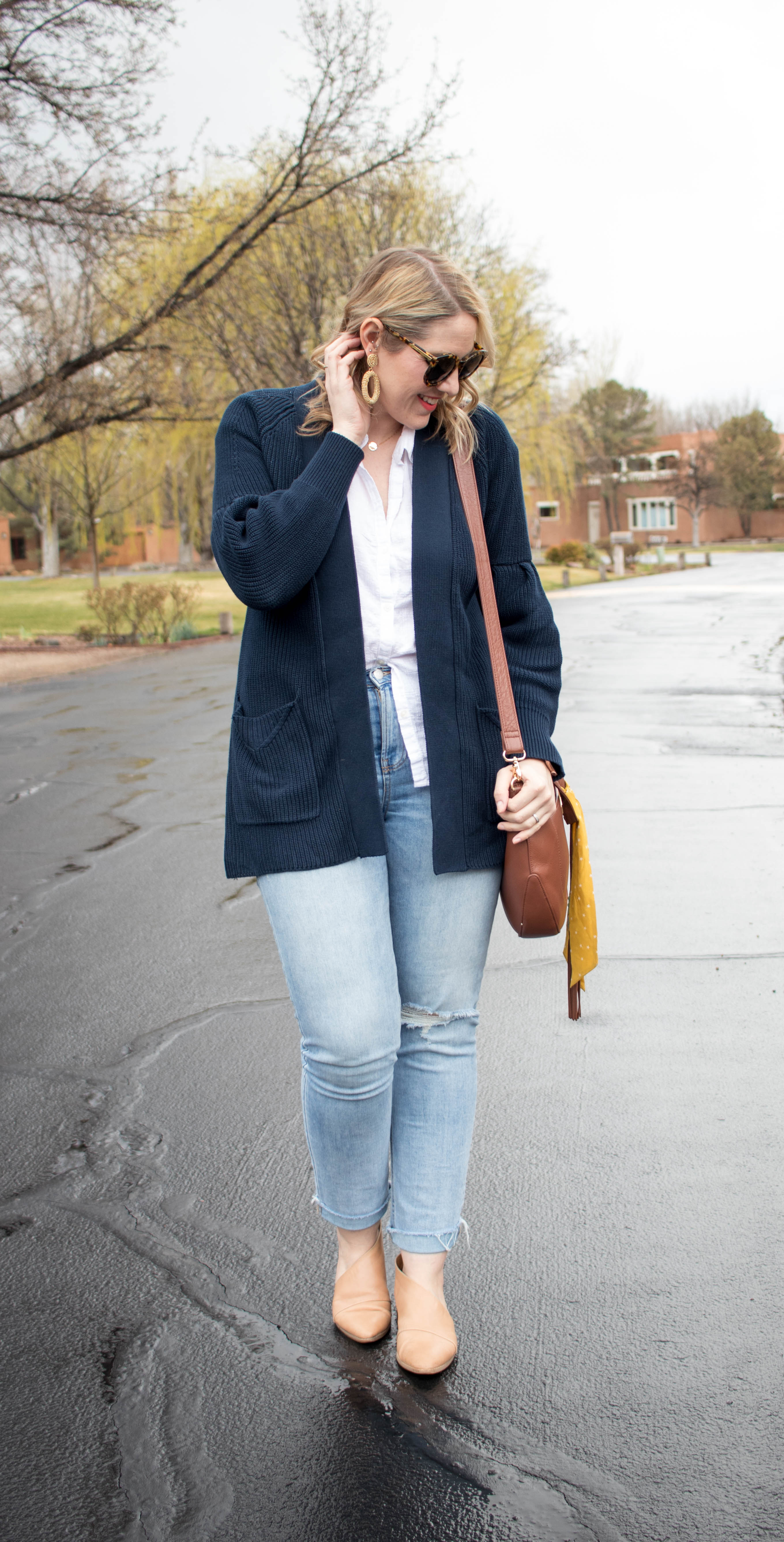 Evy's tree Elizabeth cardigan outfit #evystree #oldnavystyle #momstyle