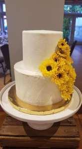 middle sister bakes sunflower cake
