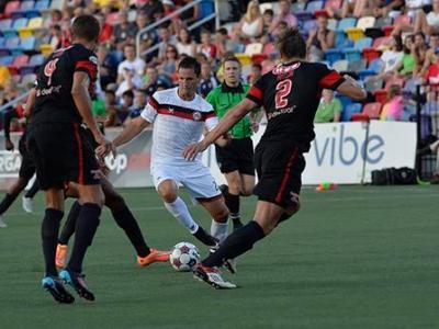 Pedro dribbles with the ball (Photo: Atlanta Silveracks)
