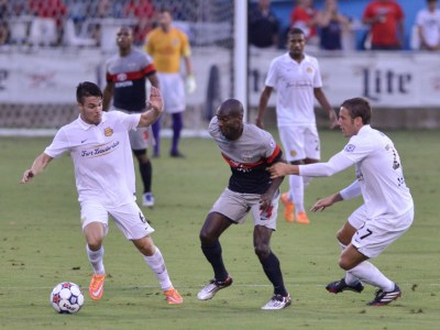 San Antonio's Omar Cummings is challenged by Fort Lauderdale players. (Photo: San Antonio Scorpions)