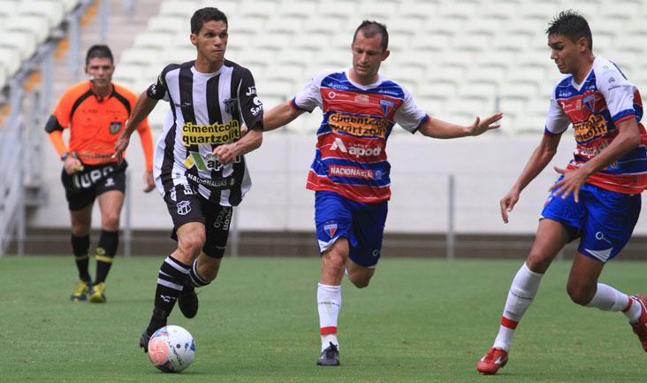 Magno Alves teve poucos espaços para finalizar, mas aproveitou uma chance aos 38 minutos