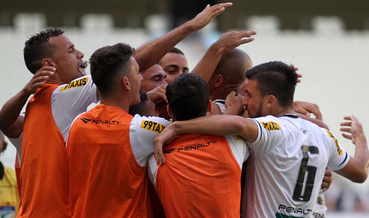 Com dois gols nos últimos cinco minutos, o Alvinegro venceu o Paraná por 4 x 3