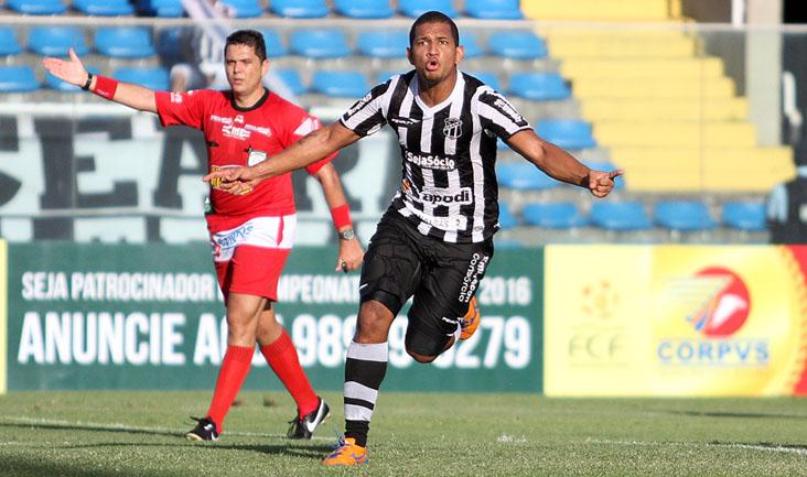 O jovem atacante Caio César foi o autor do primeiro gol desta tarde, no PV