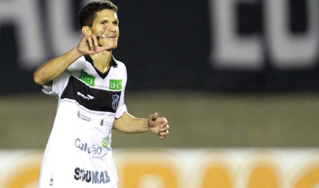Magno Alves fez o seu 32º gol na temporada 2013 (Foto: Carlos Costa / Futura Press)