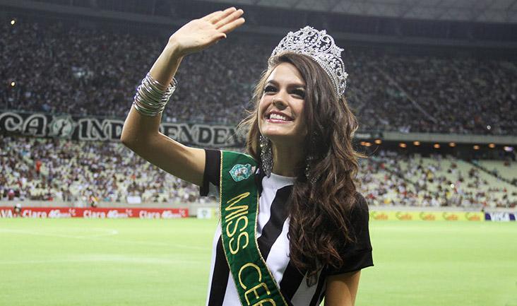 A Miss Ceará 2014 recebeu brindes oficiais do clube e pisou no gramado do Castelão
