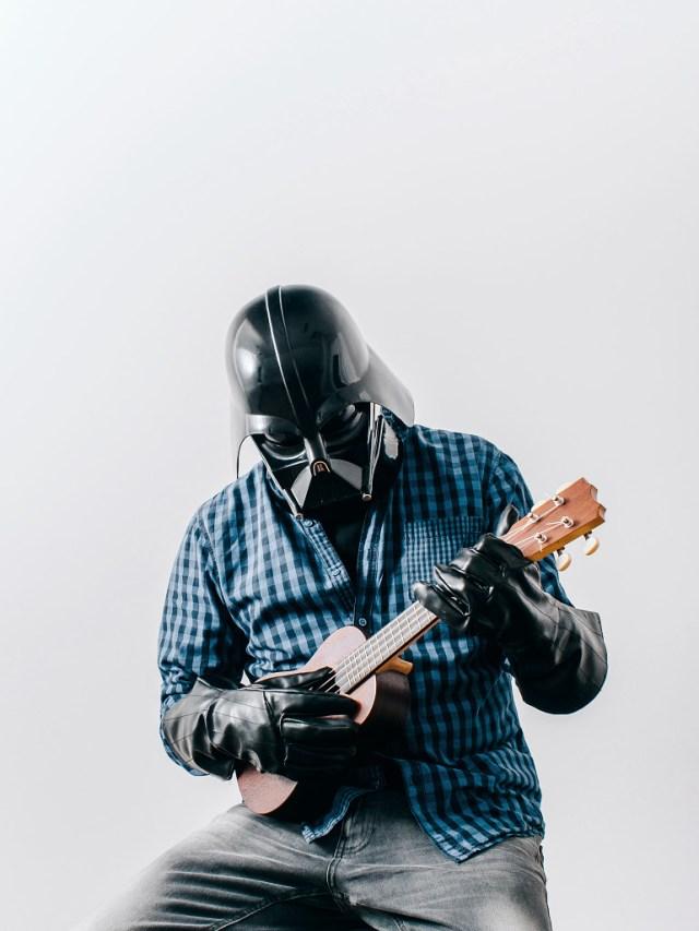 b387ac9fac569bb7301370d5bde38d58 Fotografo retrata o dia a dia banal de Darth Vader