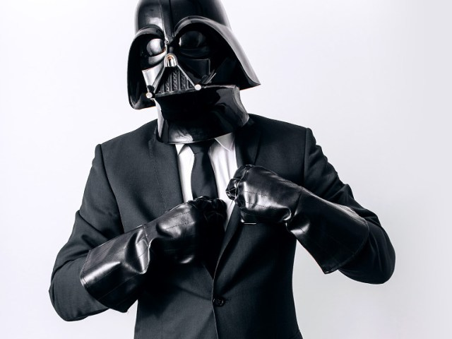 c1eb9c47cab4341ad0cb3b83fc442eb7 Fotografo retrata o dia a dia banal de Darth Vader