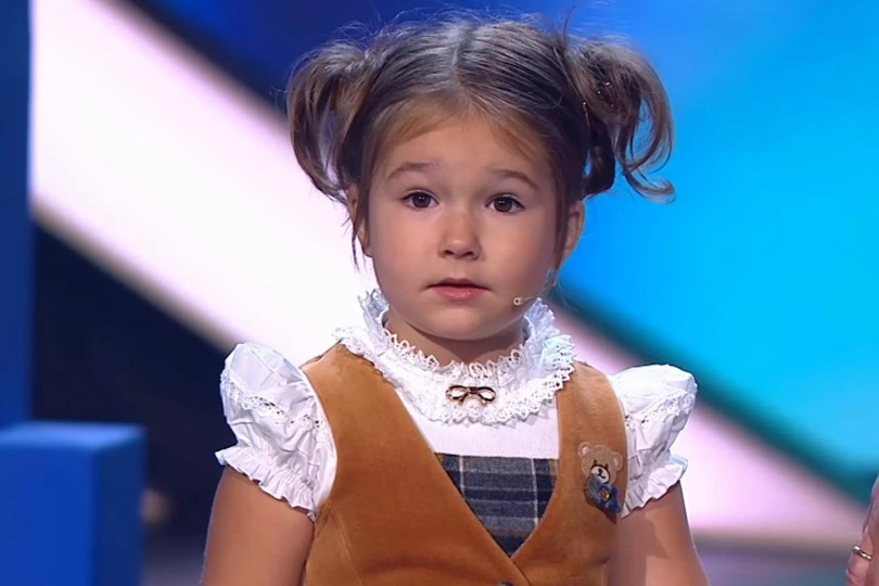 4 poliglotinha girl - Menina de 4 anos fala 7 idiomas fluente e surpreende especialistas