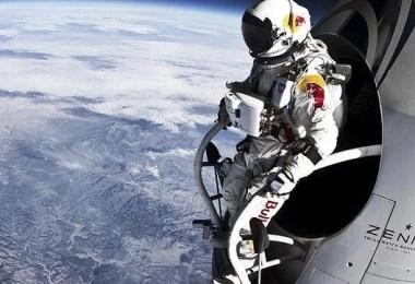 Curiosidades, Entretenimento, Jornalismo, Comunicação, Marketing, Publicidade e Propaganda, Mídia Interessante Baumgartner-644x362 Relembre o salto da Estratosfera que quebrou a barreira do som Curiosidades Universo  salto recorde mundial quebra barreira do som pulo do universo O paraquedista Felix Baumgartner estratosfera