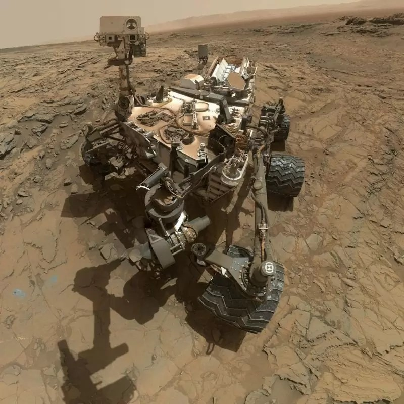 marte-notice-how-the-landscape-contrasts-with-the-rocky-terrain-at-the-big-sky-site-that-curiosity-crossed-in-october-800x800