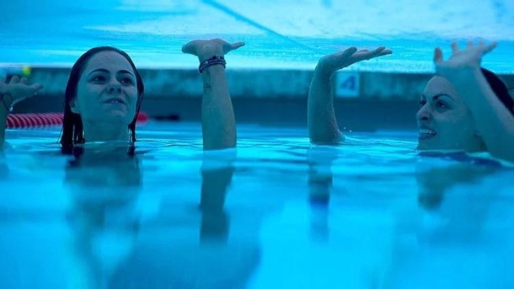 """12feet - Filme de terror """"12 Feet Deep"""" prende você e 2 meninas em uma piscina"""