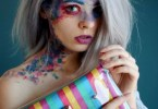 2017 DSC 0501 1 5947b8f1dee7c png  880 - Mulher com vitiligo cria maquiagens exuberantes ao lado de bolsas diferentes