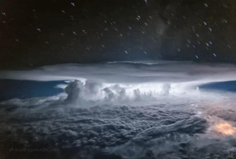 avion photographies orage 9 600x403 - Piloto fotografa fotos incríveis dentro da cabine do avião